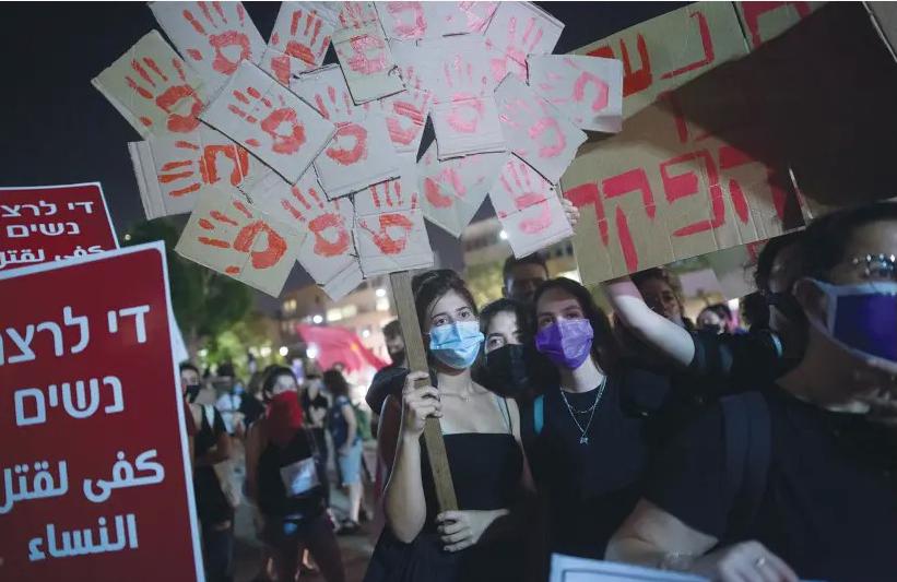 Kvinnor demonstrerar mot kvinnovåld